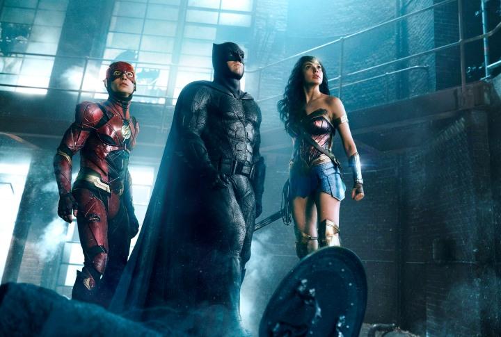 justice-league-ben-affleck-ezra-miller-gal-gadot.jpg