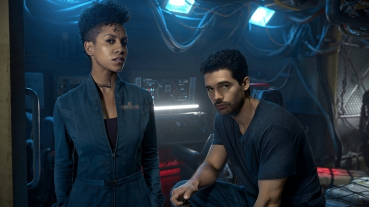 the-expanse-season-2-syfy-season-3-renewal-naomi-holden